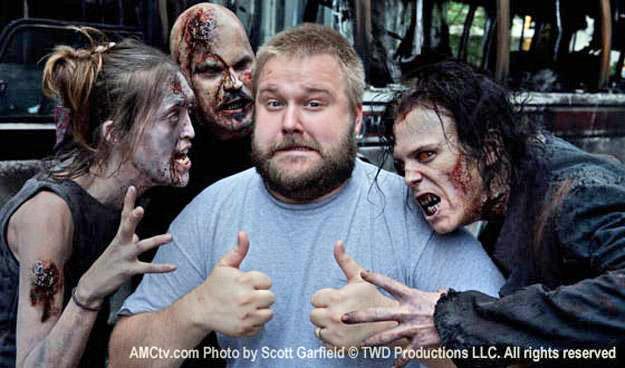 Robert Kirkman har jobbet med «The Walking Dead»-universet i over ti år –her med sine faste samarbeidspartnere.