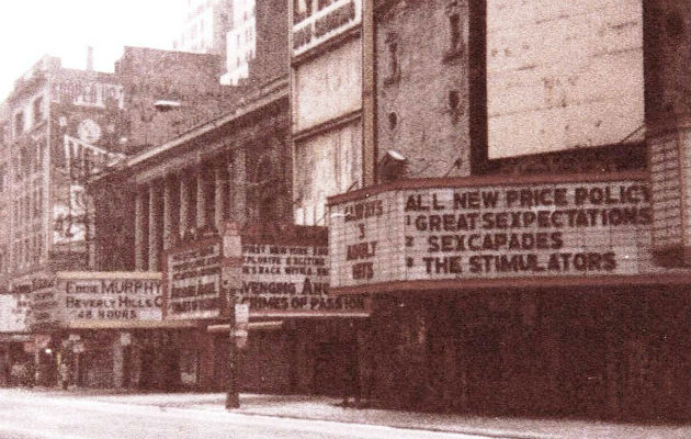 Nisjekinoer på 42. gate i 1985. Foto: JGKlein/Wikimedia/Public domain