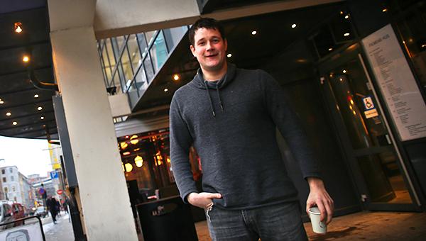 Filmskaperen og hans kaffekopp.