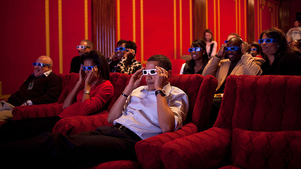 1024px-Barack_and_Michelle_Obama_looking_the_2009_Superbowl_with_3-D_glasses