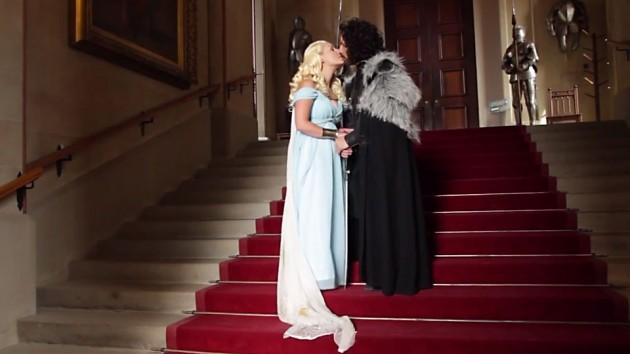 Game of Thrones-bryllup –gift par. Game of Thrones-bryllup - brud. (Foto: Skjermskudd av Blinkbox-video)