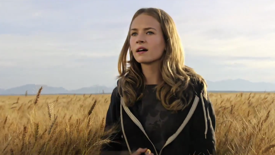 Britt Robertson i Tomorrowland.