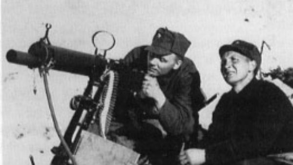 Norske soldater venter på tyskerne i Narvik. Foto: